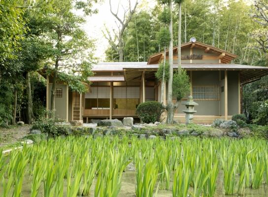 無量寿寺八橋かきつばた園内茶室「燕子庵」